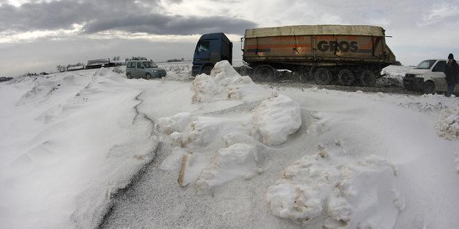smetovi putevi nanosi sneg