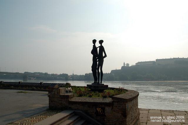 novosadska racija novi sad spomenik porodica