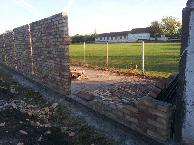 fk jedinstvo stadion srusen zid