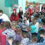 Деци ПУ Плави чуперак додељени новогодишњи пакетићи