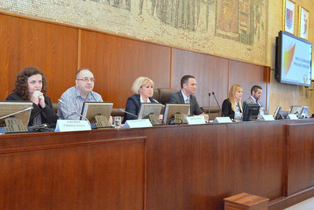 konferencija misli globalno privlaci lokalno