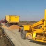 Почели радови на уређењу атарских путева у општини Жабаљ